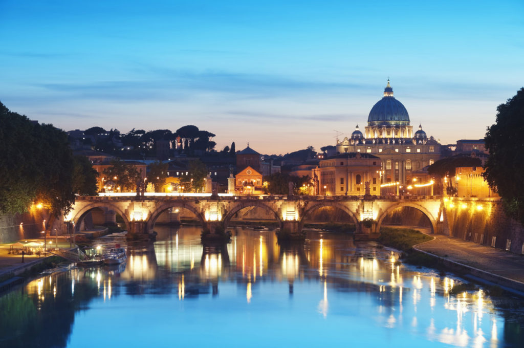 romeguide-vatican-at-night